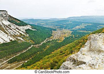 gorge ashlama-dere in Crimean mountains in autumn