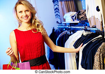 Gorgeous consumer - Portrait of pretty shopper looking at ...