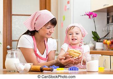 gosse, girl, à, elle, maman, confection, pâte, dans cuisine