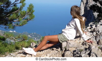 gosse, montagnes, bord, peu, falaise