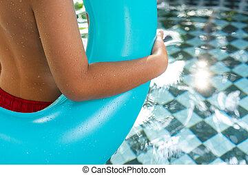 gosse, tenue, bouée, piscine