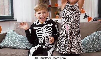 gosses, bonbons, halloween, costumes, jeter, maison