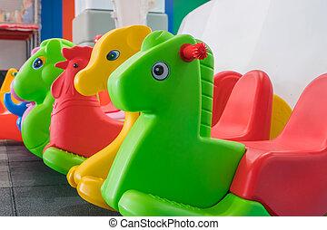gosses, cheval, zone, intérieur, chaise, balancer, coloré, cour de récréation, gosse