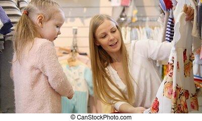 gosses, fille, -, achat, mère, blond, robe, magasin, vêtements