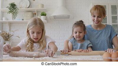 gosses, mignon, rouler, frères soeurs, maman, pâte, portion, préparer, épingle