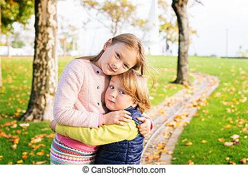gosses, parc, deux, jouer, automne, adorable, jour, gentil