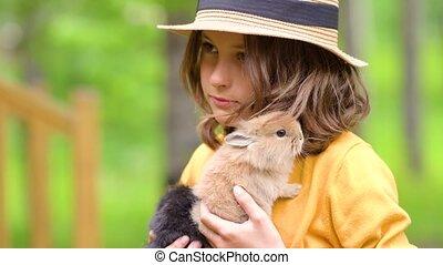 gosses, rabbit., jeu, mignon, pets., jouer, girl, vrai