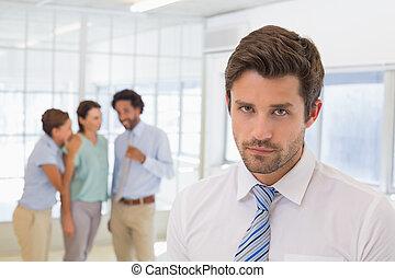 gossiping, 前景, 同僚, ビジネスマン, 悲しい