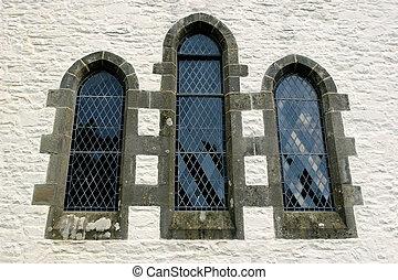 Fen tre gothique pierre ensemble plomb dans lav for Fenetre gothique