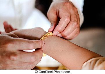 gouden, bruidegom, zegen, armband, het voorstellen, trouwfeest, thai