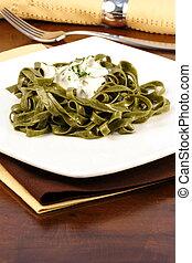 fettuccine alfredo - Gourmet exquisite spinach fettuccine...