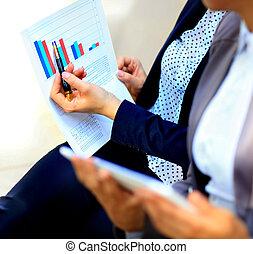 gráficos, analisado, por, pessoas negócio