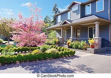 grå, stort, lyxvara, hus, med, fjäder, blomning, träd.