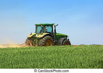 grön, traktor, arbete, in, den, field.