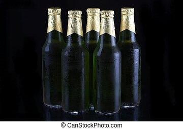 grönt öl, flaskor