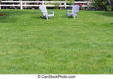 grøn græsplæne, hos, to, purpur, stol