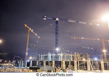 grúa construcción, y, el, edificio, contra, cielo azul, en