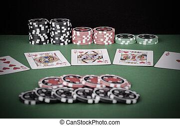 grün, kasino, tisch, mit, royal flush, rotes , und, schwarz, späne, -, weinlese