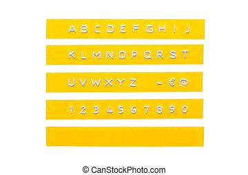 graba relieve, alfabeto, en, amarillo, plástico, cinta, aislado, blanco