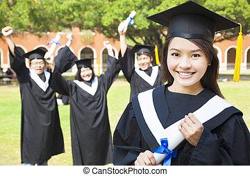 graduado faculdade, com, feliz, colegas