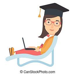 graduado, mentindo, em, lounge chaise, com, laptop.
