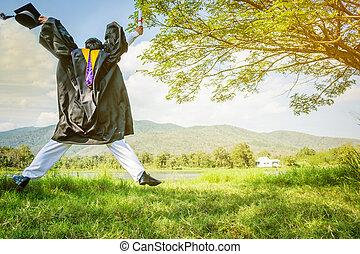 graduation:, studente, levarsi piedi, e, saltare, presa a terra, graduazione, certificato, con, diploma, con, fondo, in, il, nature.