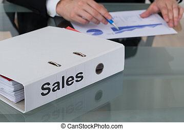 grafico, rilegatore, analizzare, vendite, uomo affari