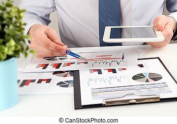 grafiek, close-up, analyzing, zakenman