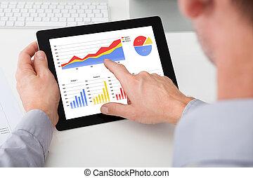 grafiek, zakenman, analyzing, tablet, digitale