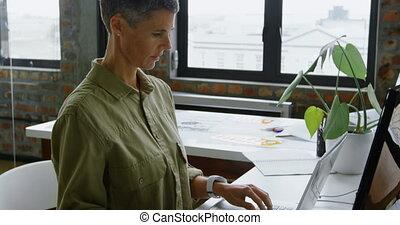 grafika, samica, samochód inżynier, używając, tabliczka, 4k