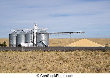 Grain storage silos with conveyor