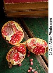 granaatappel, onderdelen, verdeeld, drie