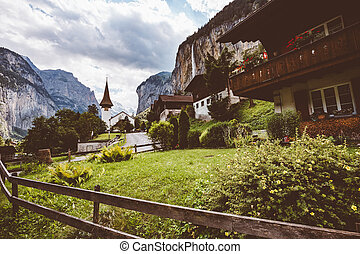 grand, alpin, vallée, waterfall., lauterbrunnen, emplacement, village., suisse, alpe, staubbach, vue