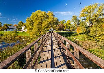 grand-angulaire, pont, bois, sur, rivière