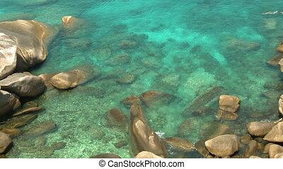 grand, au-dessous, rochers, eau, bleu