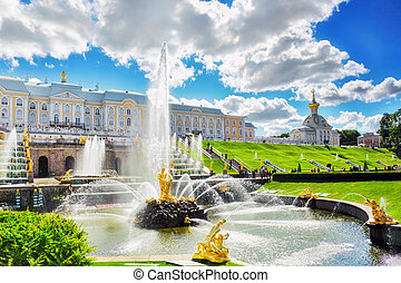 Grand cascade in Pertergof, Saint-Petersburg, Russia. -...