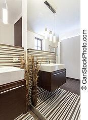Grand design - Mirror in bathroom