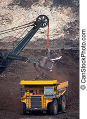 grand, exploitation minière, décharger, camion, charbon