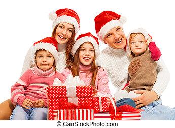 grand, famille, dans, santa chapeau, à, présente