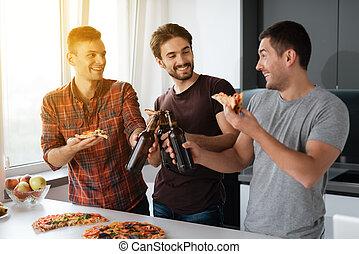 grand, hommes, ils, boisson, bière, kitchen., time., avoir,...