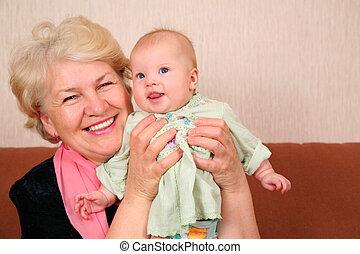 grand-mère, à, bébé
