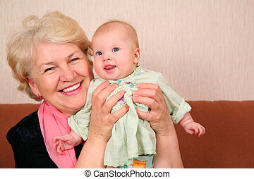 grand-mère, bébé