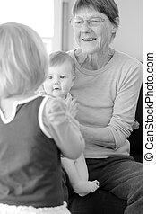 grand-mère, elle, jeu, petits-enfants