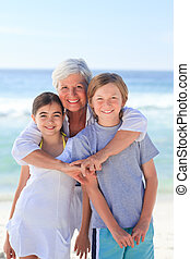 grand-mère, elle, petits-enfants