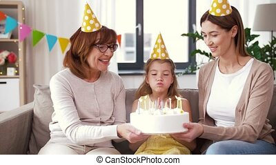 grand-mère, fille, gâteau anniversaire, mère