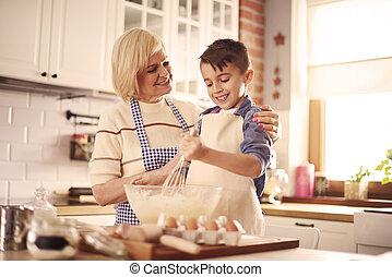 grand-mère, garçon, cuisine, taille haut