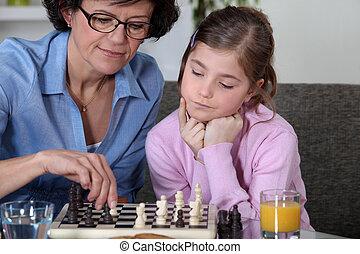 grand-mère, girl, échecs, elle, jouer