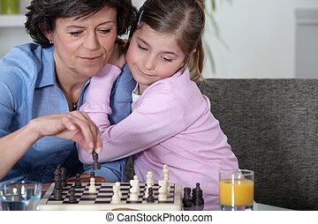 grand-mère, jouant échecs