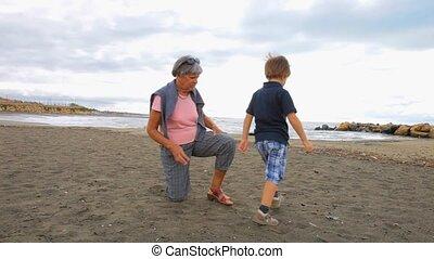 grand-mère, jouer, enfant