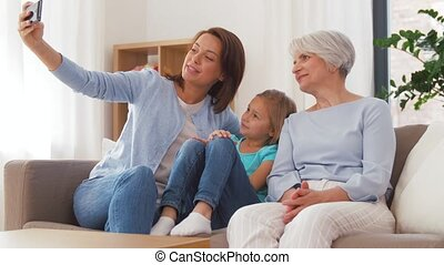 grand-mère, mère, prendre, fille, selfie